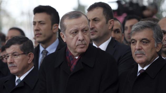 Selvi: Erdoğan, Davutoğlu'yla ilgili ihraç sürecinin başlatılabileceği yönünde sinyal veriyor