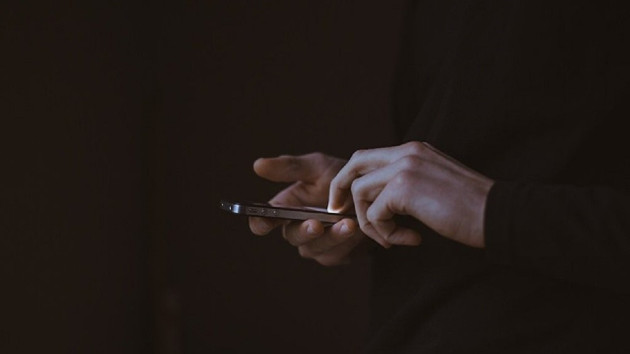 Yurt dışından cep telefonu getirme süresi 2 yıldan 3 yıla çıkarıldı
