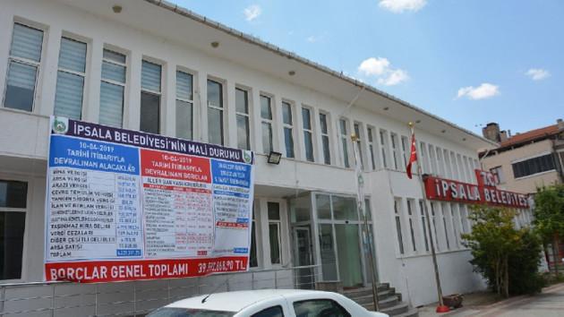 İYİ Partili başkanın borç isyanı: Borç tabelaya sığmadı