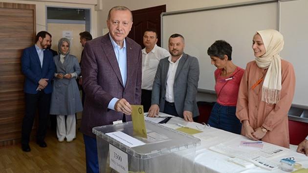 Erdoğan'ın yüzüne bakmayan kadından flaş açıklama