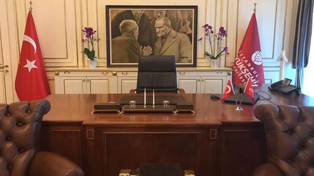 Atatürk tablosu yerine asıldı!