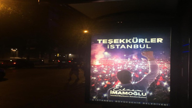 Başkan İmamoğlu'nun teşekkür afişleri İstanbul panolarına asılıyor