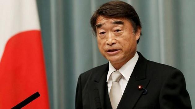Japon Çalışma Bakanı: Kadınlar işe topuklu ayakkabıyla gitmeli