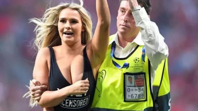 Final maçında sahaya mayolu giren Kinsey Wolanski sevgilisine 4 milyon dolar kazandırdı