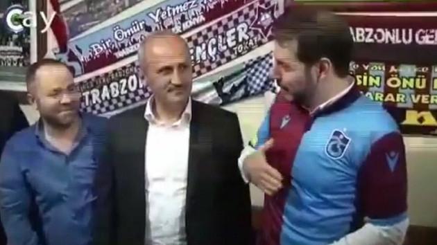Trabzonspor forması hediye edilen Berat Albayrak: 2010-2011 sezonunun şampiyon formaları yapılmış