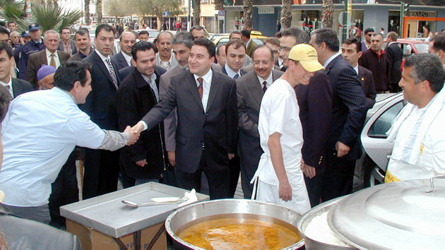 Cem Küçük, Ali Babacan'ın kuracağı partinin AKP'den ne kadar oy alacağını açıkladı