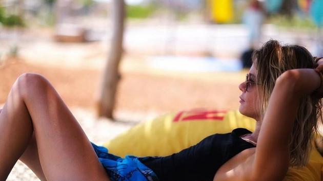 Burcu Biricik'ten plaj pozu