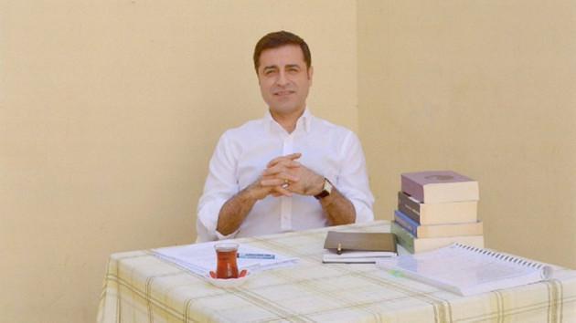Demirtaş'tan Babacan göndermesi: Adalet gözlerimizi yaşartıyor