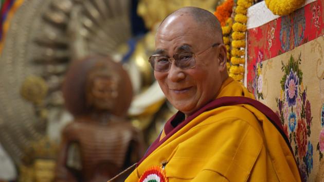 Halefim kadın olursa çekici olmalı diyen Dalay Lama'dan özür geldi!