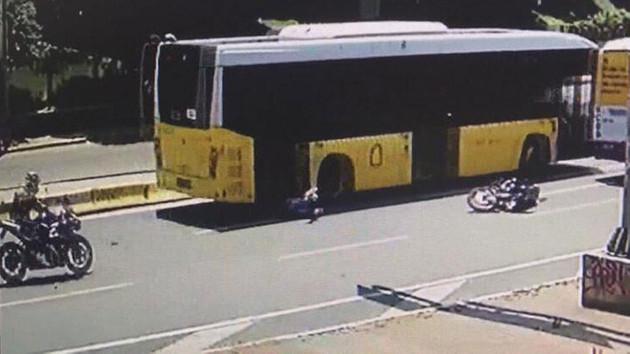 Motosiklet sürücüsünün ölümden kıl payı kurtulduğu anlar kamerada!