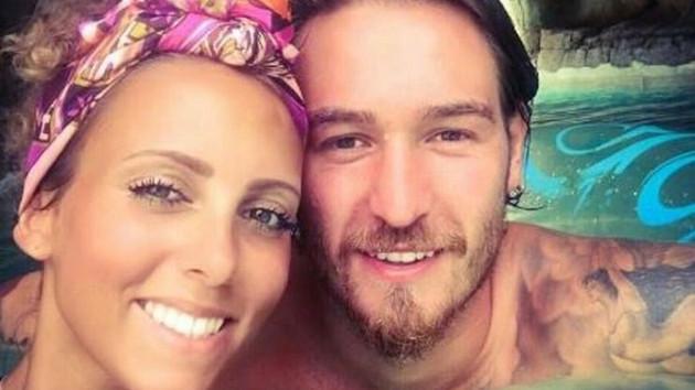 Evli futbolcu Ömer Şişmanoğlu sarışın güzelle yakalandı