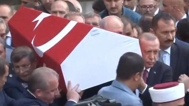 Erdoğan ve Davutoğlu cenazede yan yana geldi