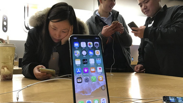 Apple, Siri konuşmalarını dinlediği için özür diledi