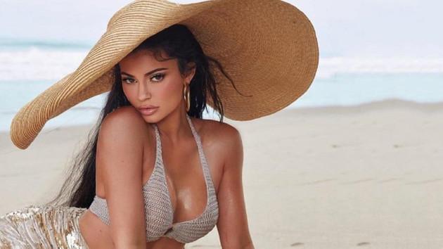 Kylie Jenner sevgilisi Travis Scott ile Playboy'a poz verdi