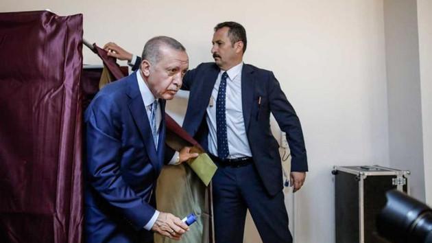 Erdoğan genel ve yerel seçimi erkene mi çekecek?