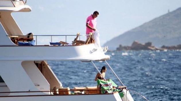 Fikret Orman'ın teknesini çalıp mülteci kaçırmışlar