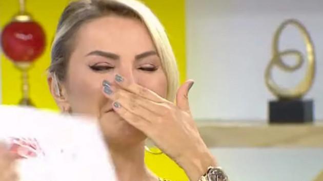 Tarkan'ın paylaşımı Ece Erken'i canlı yayında ağlattı!