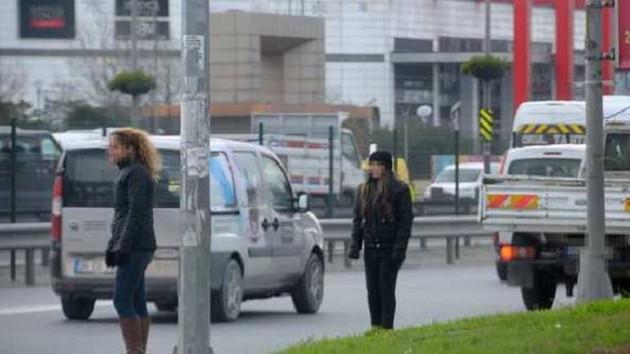 Otobüs durağında fuhuş pazarlığı kamerada