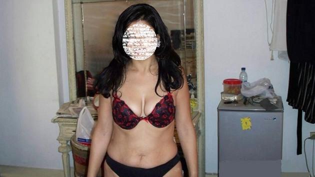 Karısının çıplak fotoğraflarını erkeklere gönderdi