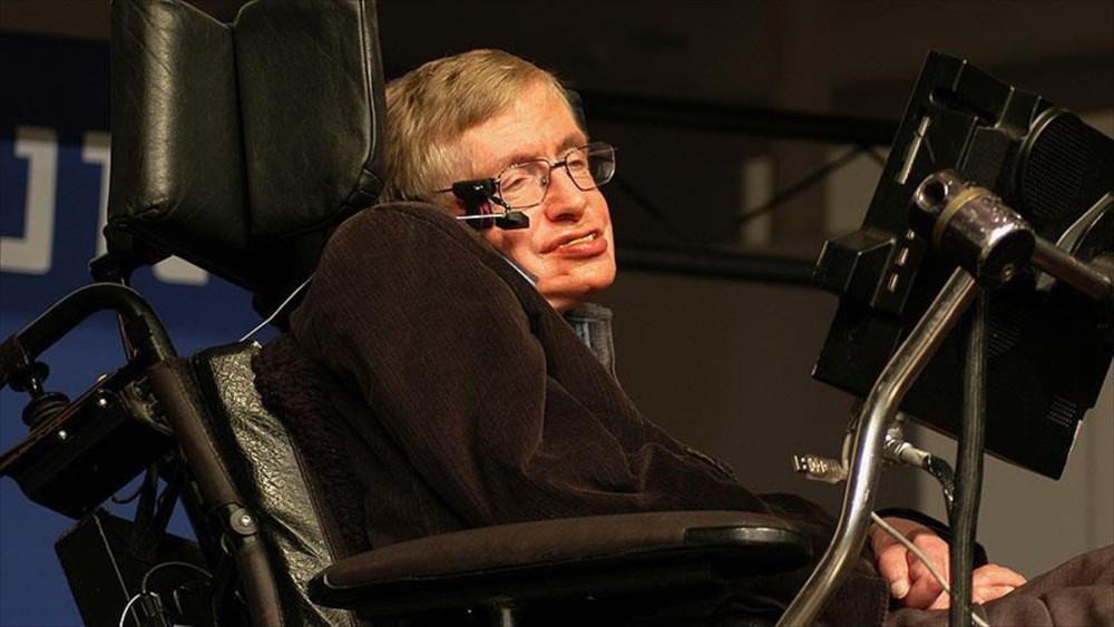Stephen Hawking'den insanlığın geleceğiyle ilgili flaş açıklama