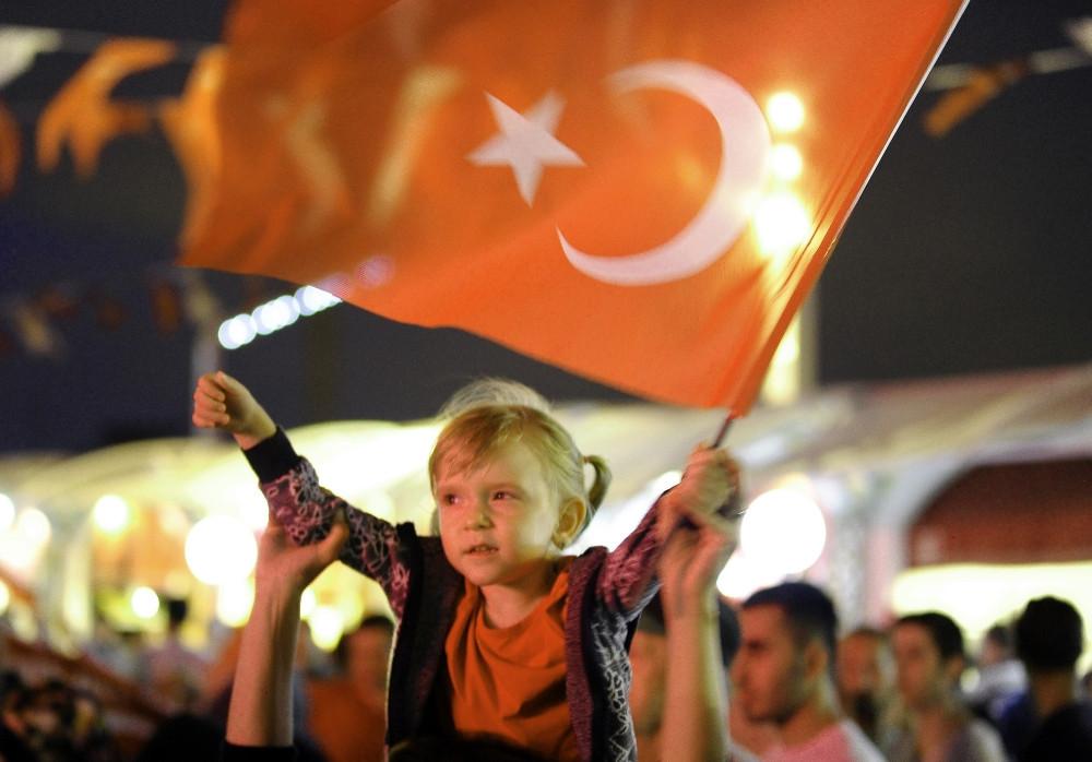 Taksim'de 15 Temmuz demokrasi nöbeti sürüyor