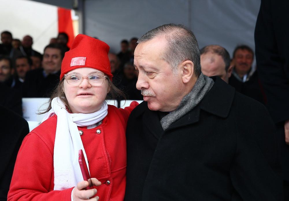 Down sendromlu Havva'dan Erdoğan'a sevgi gösterisi