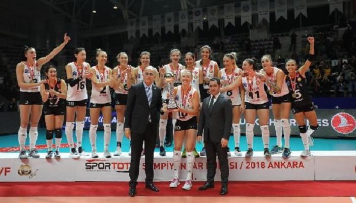 Spor Toto Kadınlar Şampiyonlar Kupası'nı Eczacıbaşı VitrA kaldırdı