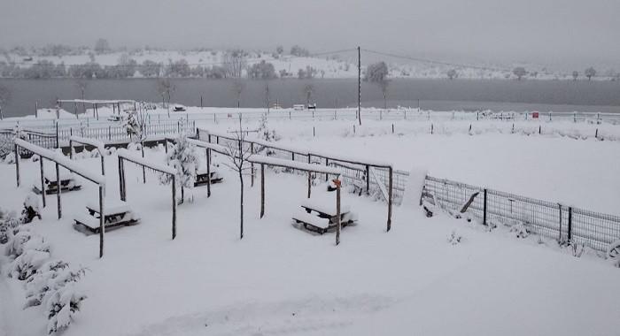 30 santimetreye ulaşan kar okulları tatil ettirdi