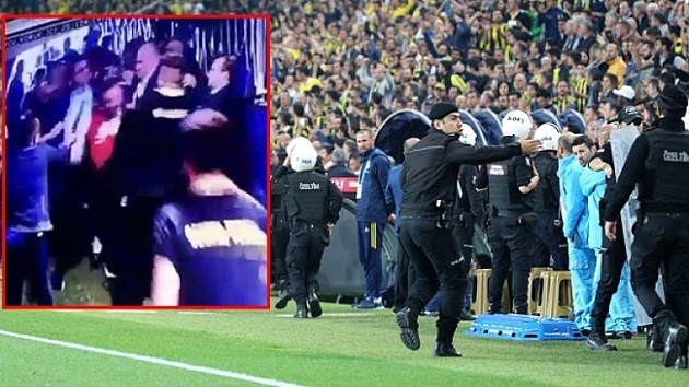 Fenerbahçe Beşiktaş maçında koridordaki kavganın görüntüleri