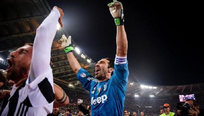 Yaşayan efsane Buffon, Juventus'a ve Milli Takım'a veda etti