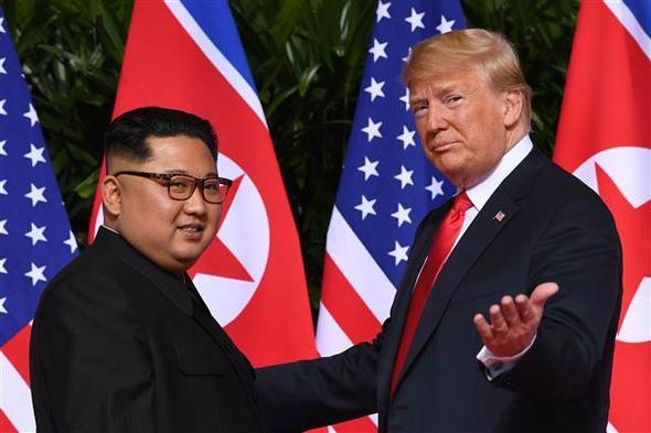 Trump ve Kim Jong ilk kez yüzyüze geldi: Tarihi zirve