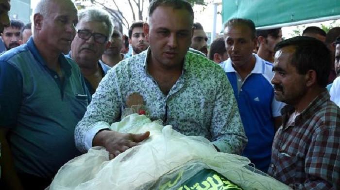 Tren kazasında yaşamını yitiren minik Mavinur'un tabutuna gelinlik örtüldü