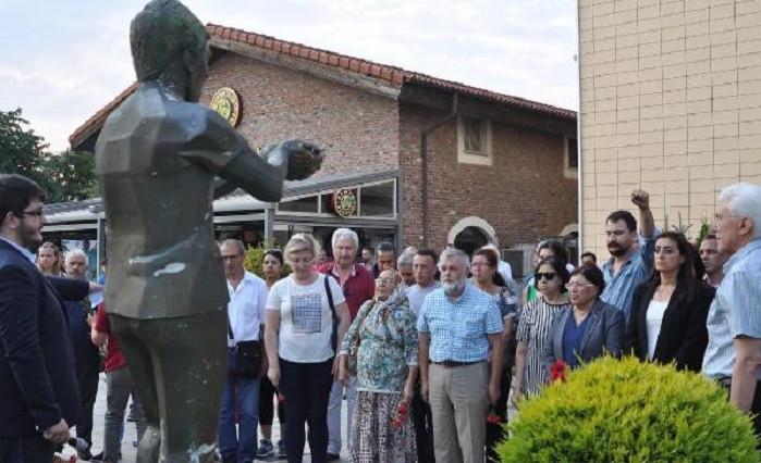 Ali İsmail Korkmaz ölüm yıl dönümünde heykelinin önünde anıldı