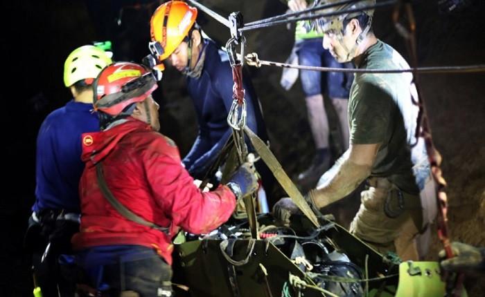 Tayland donanması mağaradaki çocukların kurtarılma görüntülerini paylaştı