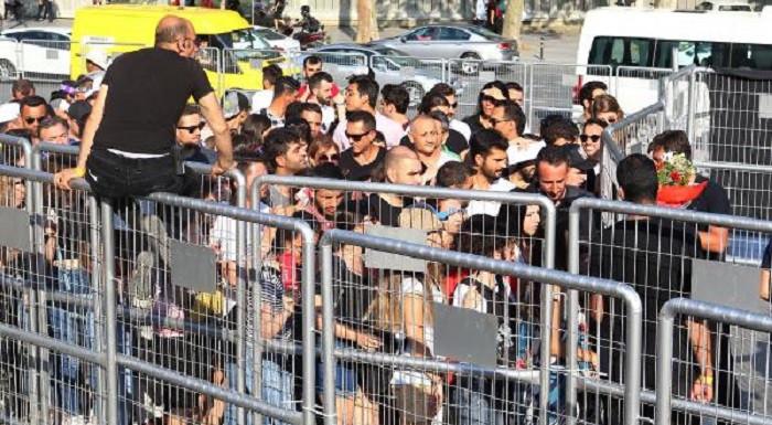 Shakira'nın İstanbul konserinde uzun kuyruklar