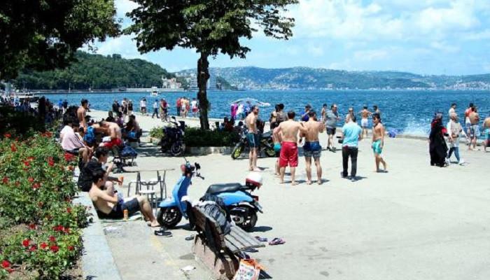 Sıcak havadan bunalan İstanbullular sahillere akın etti