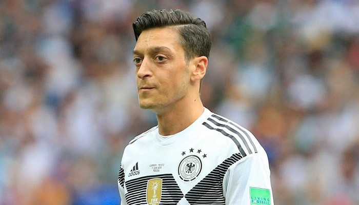 Mesut Özil'e açıklama yap baskısı