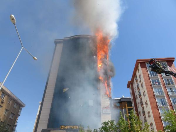 Son dakika: Ataşehir'de lüks plazada korkutan yangın