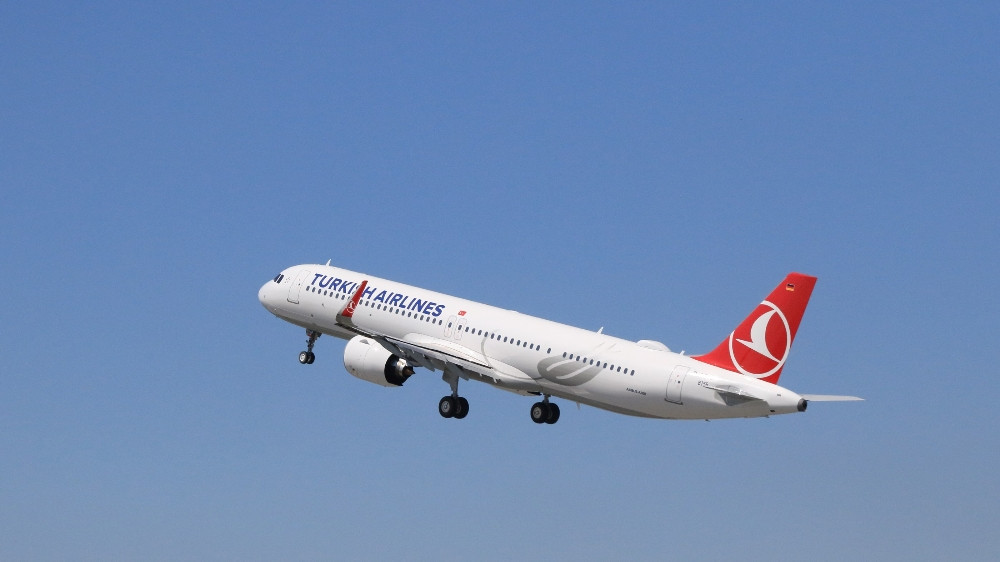 THY'nin ilk uçağı Yeni Havalimanı'na indi