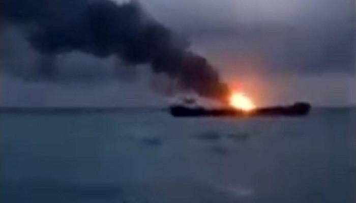 Son dakika: Kerç boğazındaki gemilerde yangın! Türk mürettebat da var