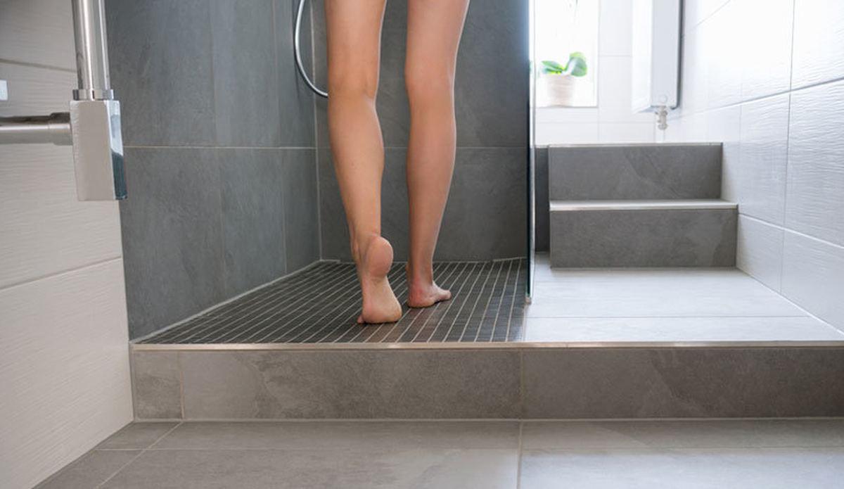 Banyoya gizli kamera koyup kayınvalidesini izleyen damat karısına yakalandı