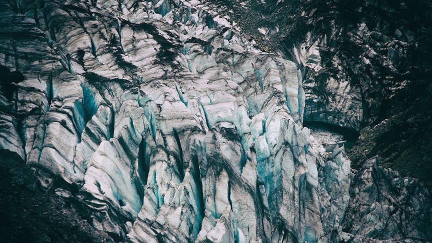 Yeni Zelanda'daki dev buzul parçalarına ayrılıyor