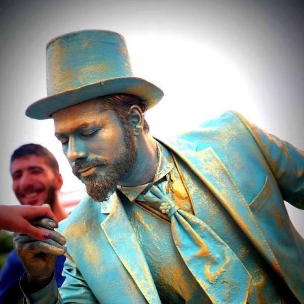 Sokaktaki canlı heykel sanatçısına zabıta para cezası kesti