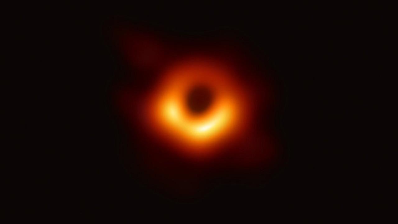 İşte tarihte ilk kez görüntülenen kara delik