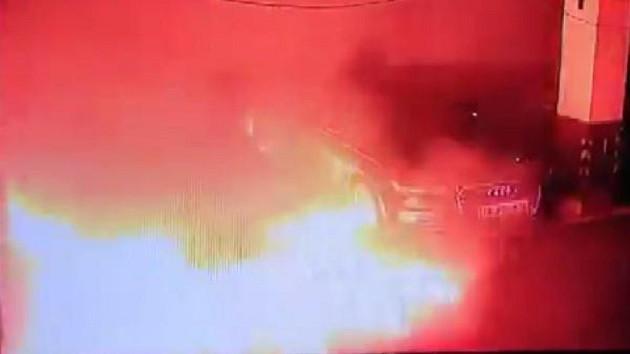 Tesla park halinde yanan aracı inceleyecek
