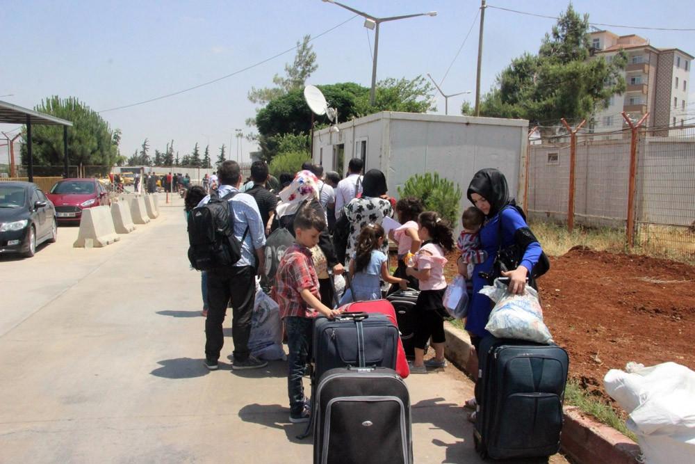 Bayram tatiline giden Suriyeli mülteciden 2 bini Türkiye'ye döndü