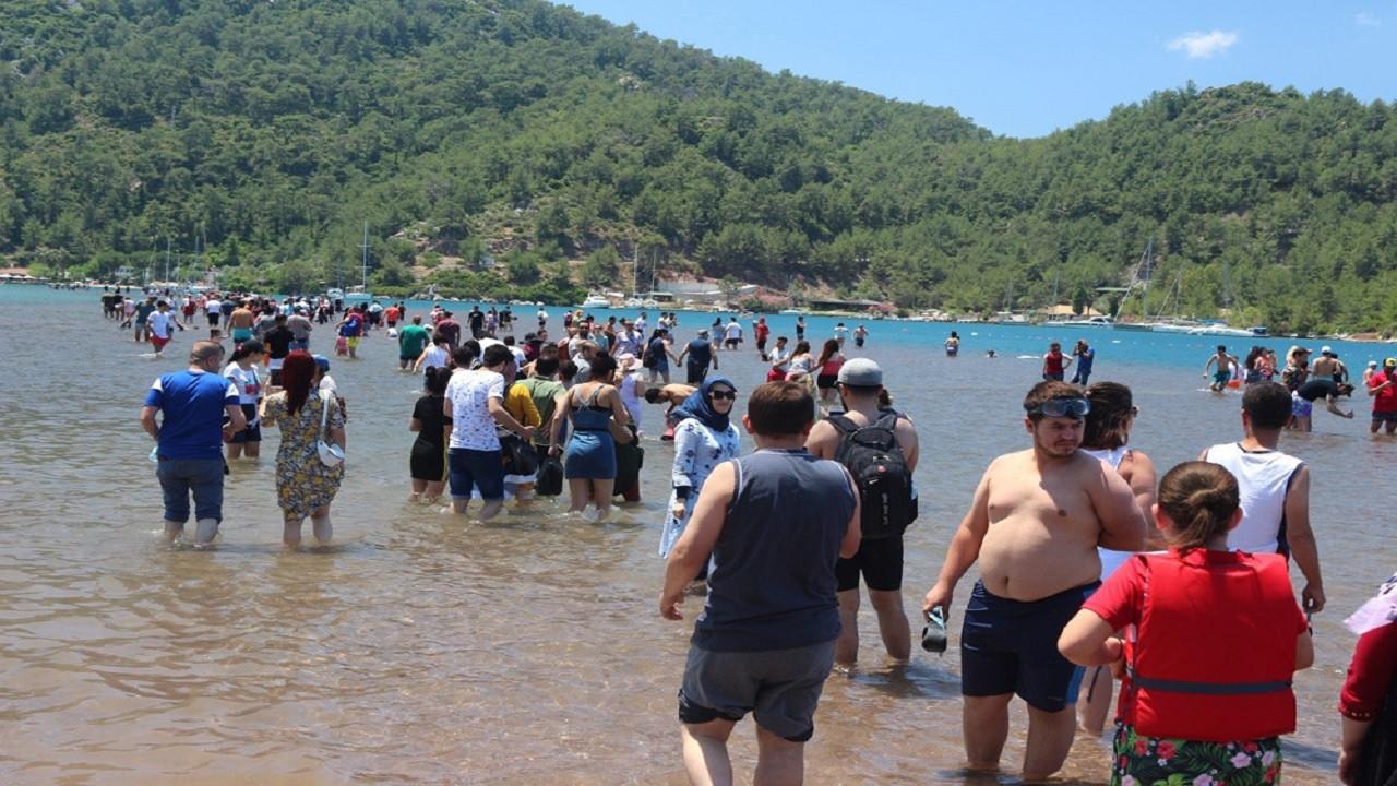 Efsaneyi duyan yerli turist oraya koştu