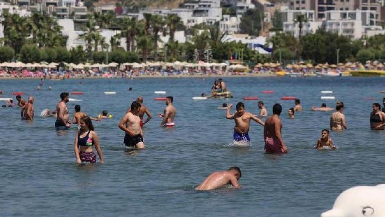 Bodrum plajlarında havlu atacak yer bile kalmadı