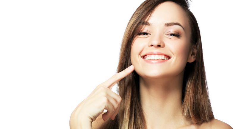 Eksik dişler yüzde kırışıklığa neden oluyor