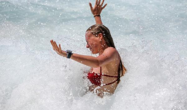 Kaş'ın incisi Kaputaş Plajında son durum: 187 basamak inip..